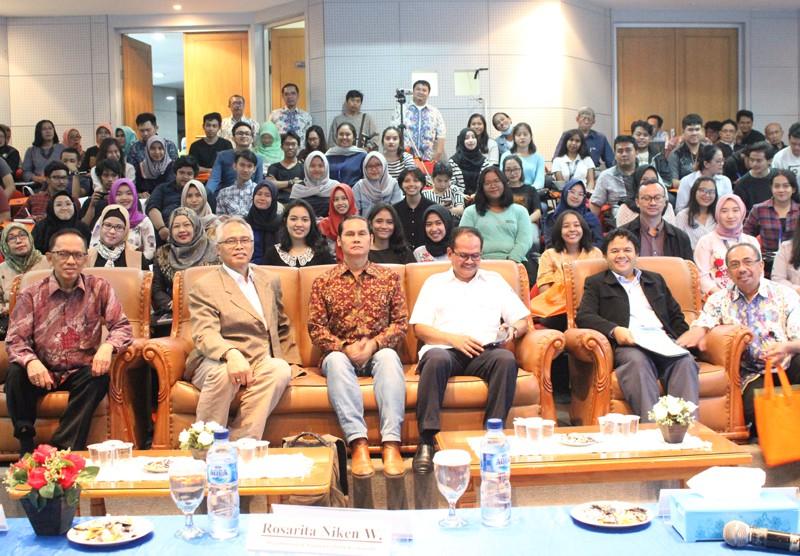 Seminar Literasi Media Sosial
